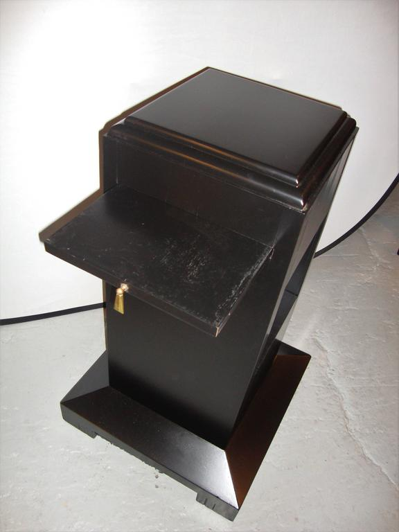 Art Deco Ebonized Pedestal In Good Condition For Sale In Stamford, CT