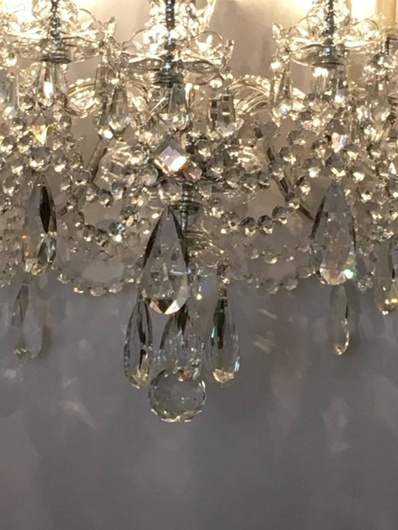 Ten-Light Cut Crystal Georgian Style Chandelier In Good Condition For Sale In Stamford, CT