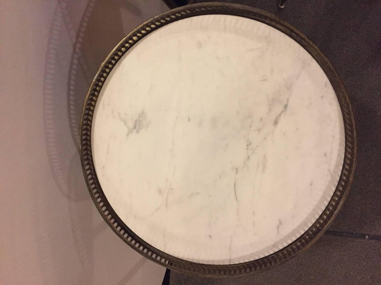 Neoclassical Pair of Metal Base Galleried Marble Top Circular End Tables Bouilliottes For Sale