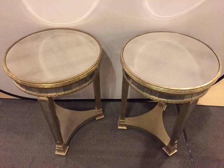 Pair of Hollywood Regency Style Mirrored and Silvered End Lamp Tables For Sale 1