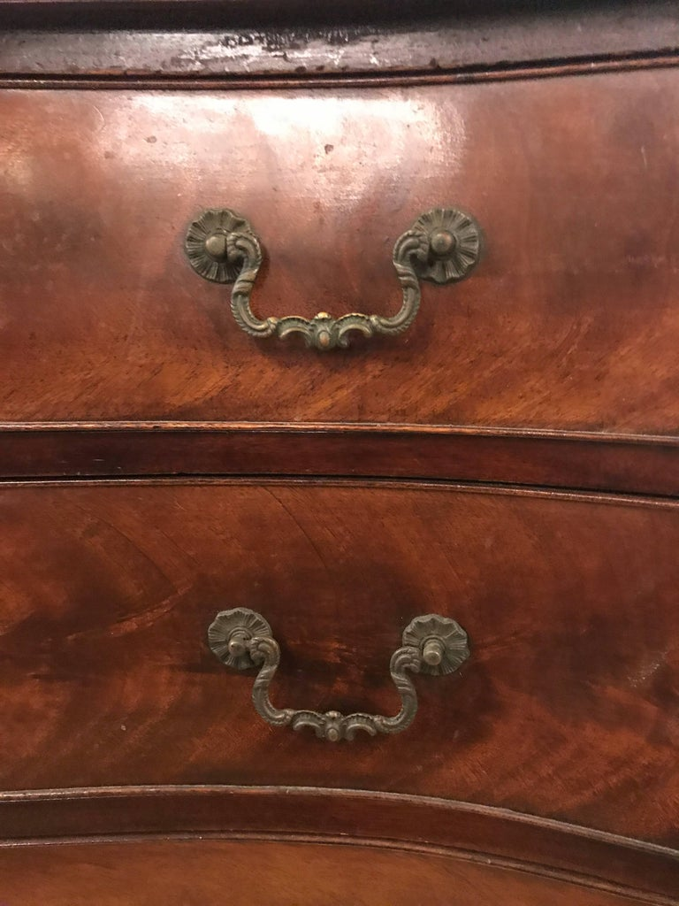 Flame Mahogany Four Graduating Drawer Georgian Style Chest or Commode For Sale 1