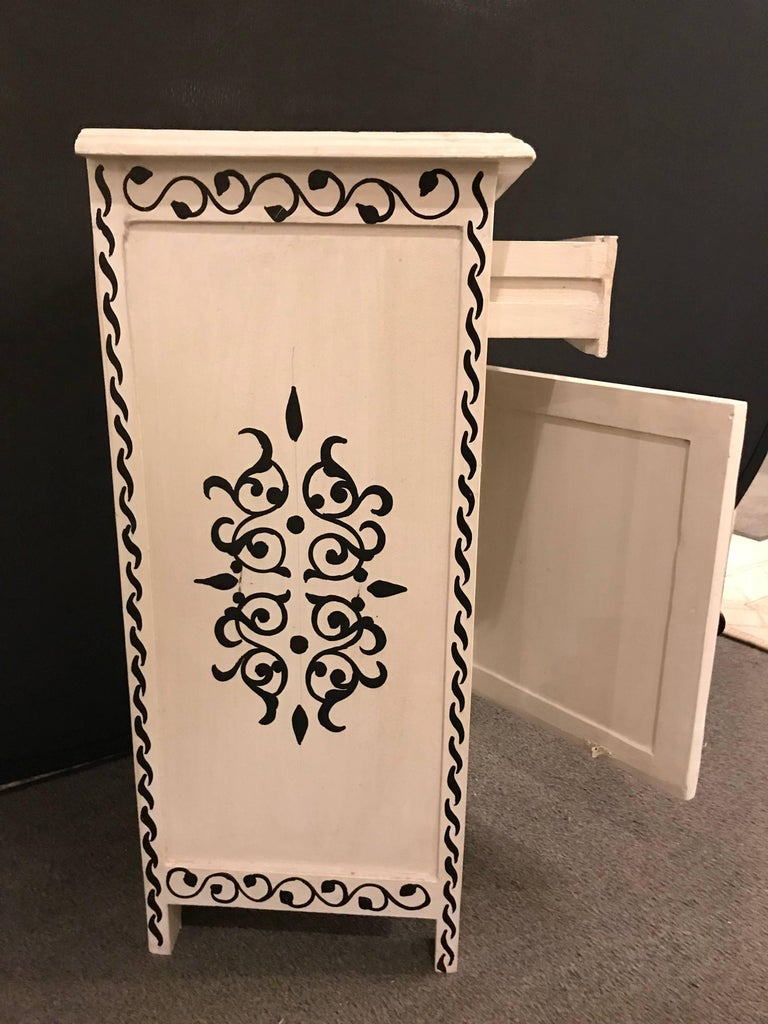 Pair of Hand-Painted Moroccan Nightstands or End Tables In Good Condition In Stamford, CT