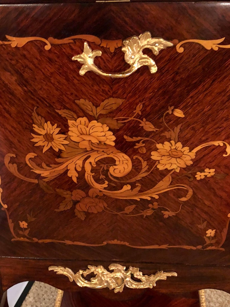Fine Louis XV Style Bar Cabinet with Gilt Bronze Mounts and Floral Marquetry In Good Condition For Sale In Stamford, CT