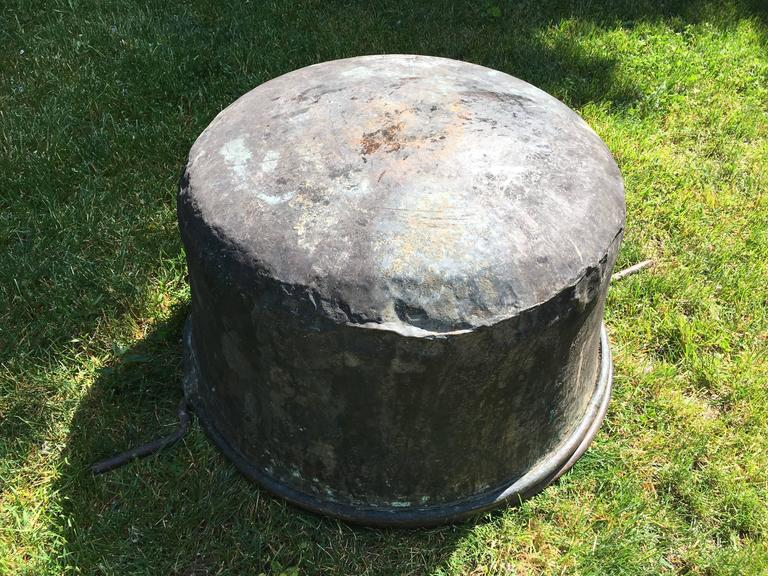 Large Hand-Chased 19th Century French Copper Cauldron For Sale 4