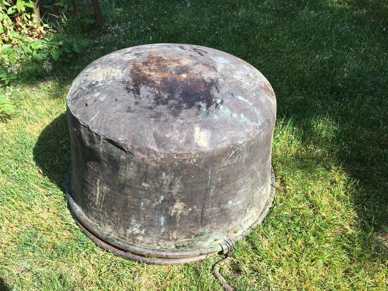Large Hand-Chased 19th Century French Copper Cauldron For Sale 5