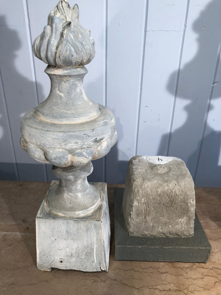 Two Pairs of 19th Century French Zinc Flame Finials For Sale 14