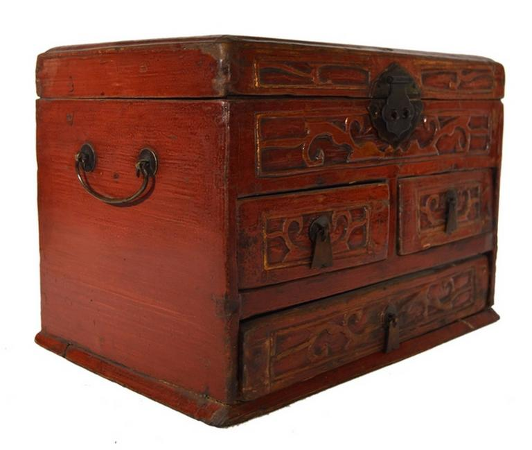 Vintage Carved and Lacquered Jewelry Box with Drawers from China, 1950s In Good Condition For Sale In Yonkers, NY