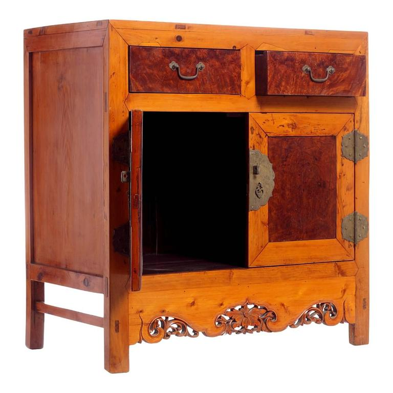 Hand-Carved Early 20th Century Chinese Cabinet Made of Elm and Burl Wood with Carved Skirt For Sale