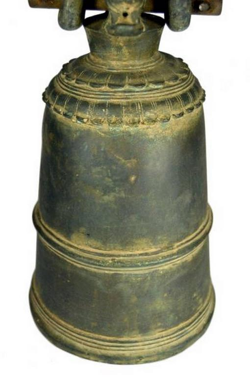 Antique Burmese Temple Bronze Bell with Elaborate Adornment, 18th Century For Sale 1