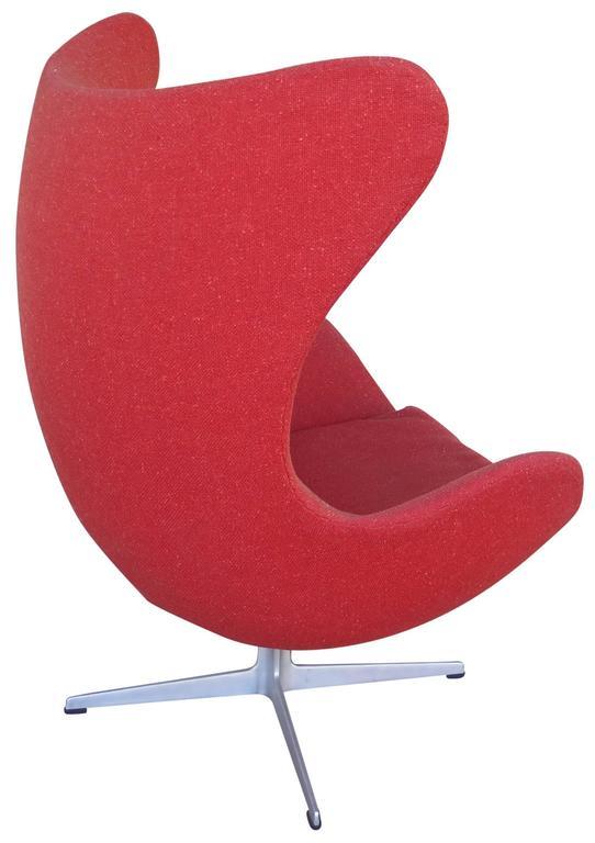 original arne jacobsen egg chair in original upholstery fritz hansen for sale at 1stdibs. Black Bedroom Furniture Sets. Home Design Ideas