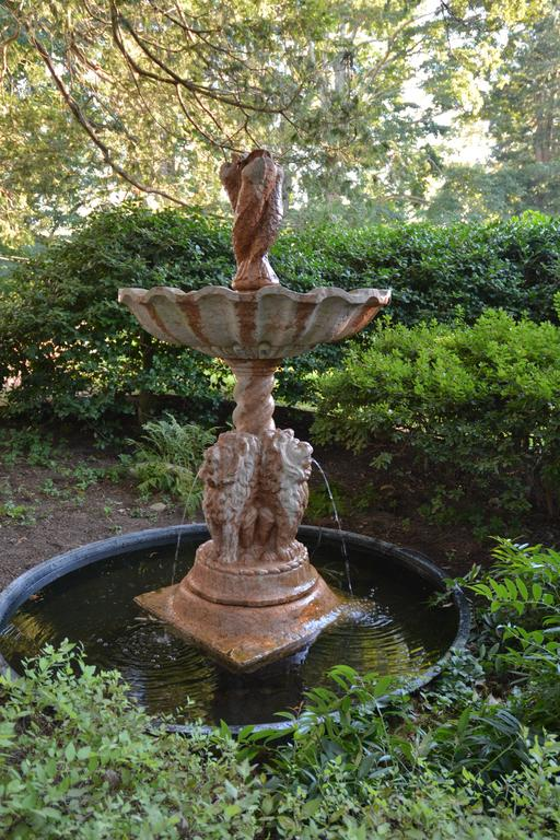 Marble Fountain In Good Condition For Sale In Katonah, NY