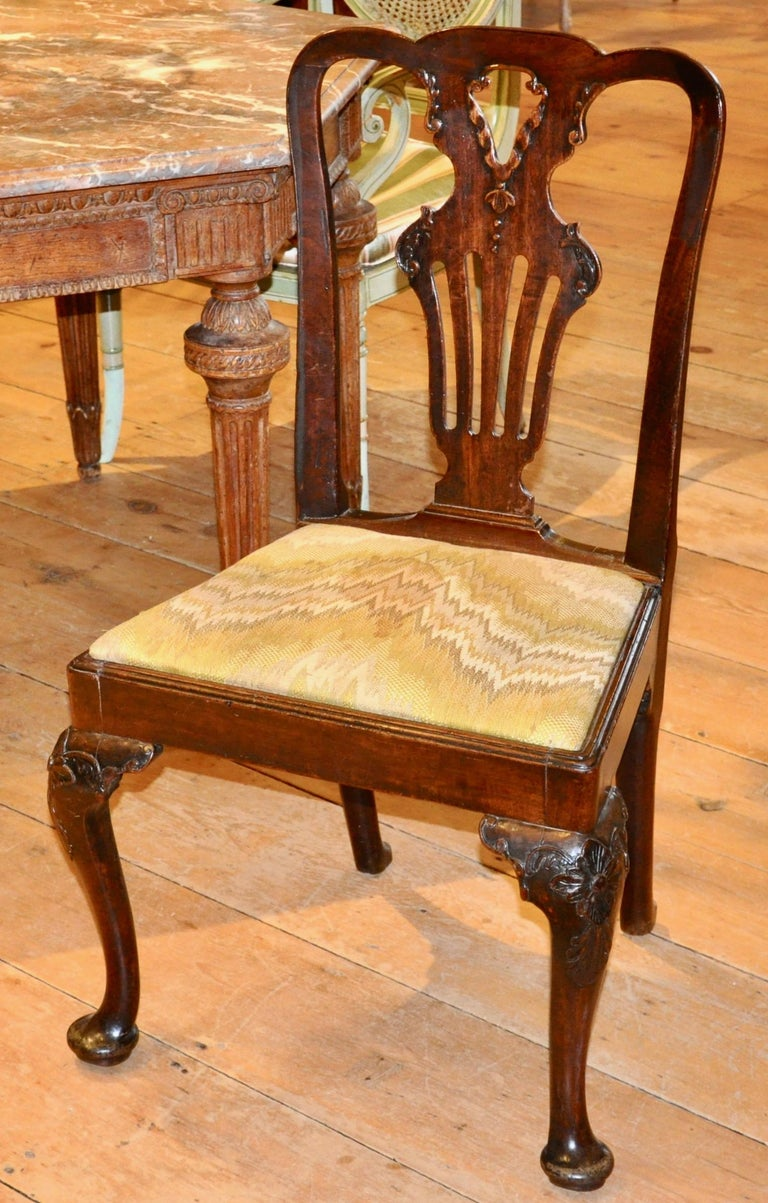 English Set of Six Period 18th Century George II Walnut Dining Chairs For Sale