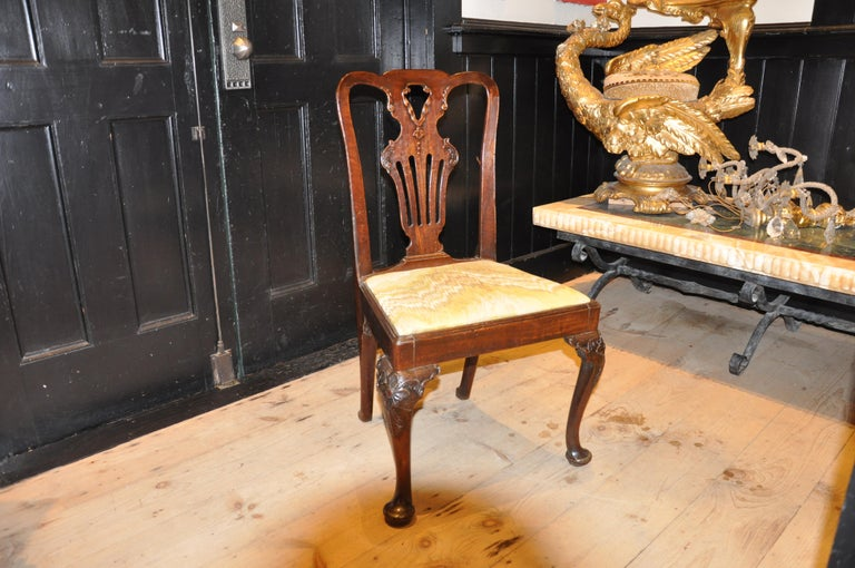 Carved Set of Six Period 18th Century George II Walnut Dining Chairs For Sale