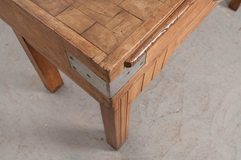 French Early 20th Century Art Deco Pine Butcher Block For Sale 3