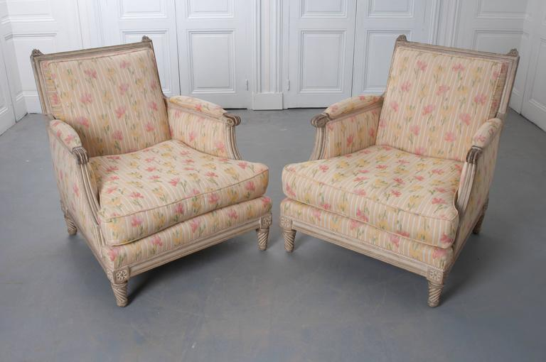 Pair of French Painted Louis XVI Style Bergères In Good Condition For Sale In Baton Rouge, LA