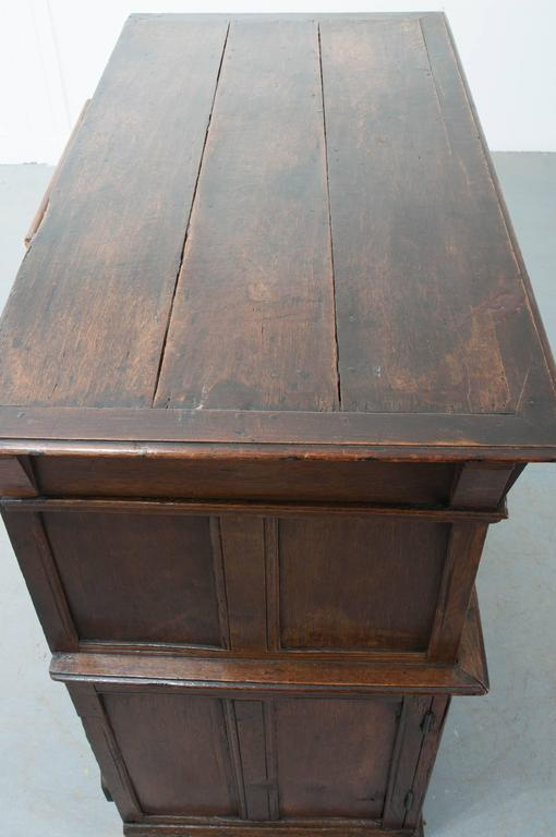 English 17th Century Charles II Oak Chest of Drawers In Good Condition For Sale In Baton Rouge, LA