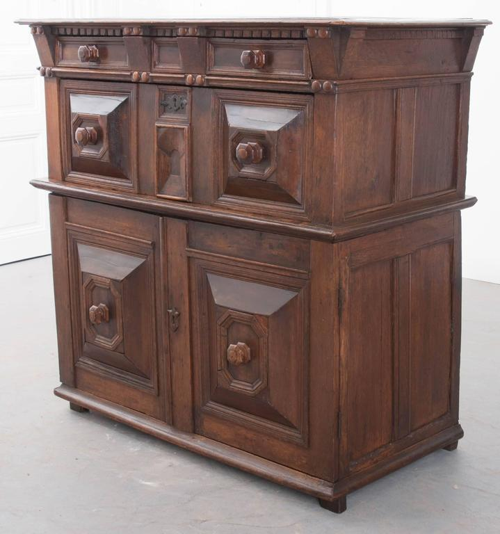 English 17th Century Charles II Oak Chest of Drawers For Sale 5