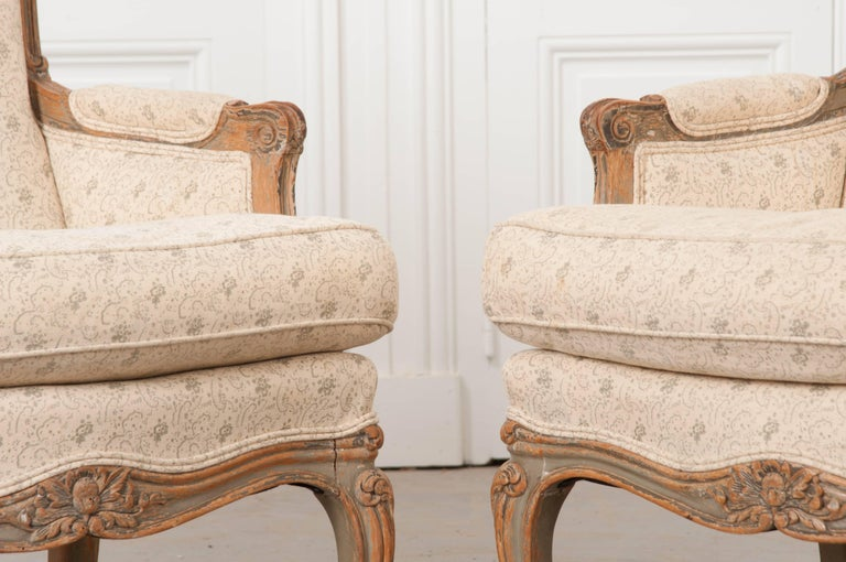 Linen Pair of 19th Century French Louis XV Bergères For Sale