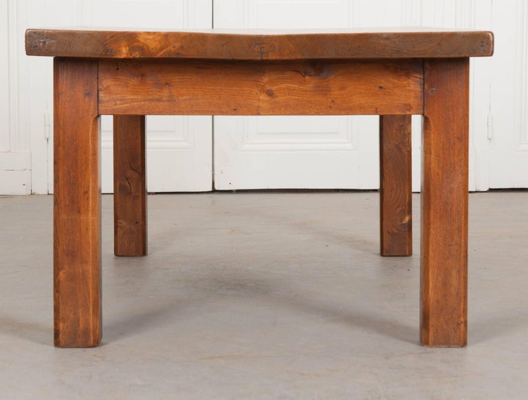 French 19th Century Chestnut Coffee Table For Sale 1