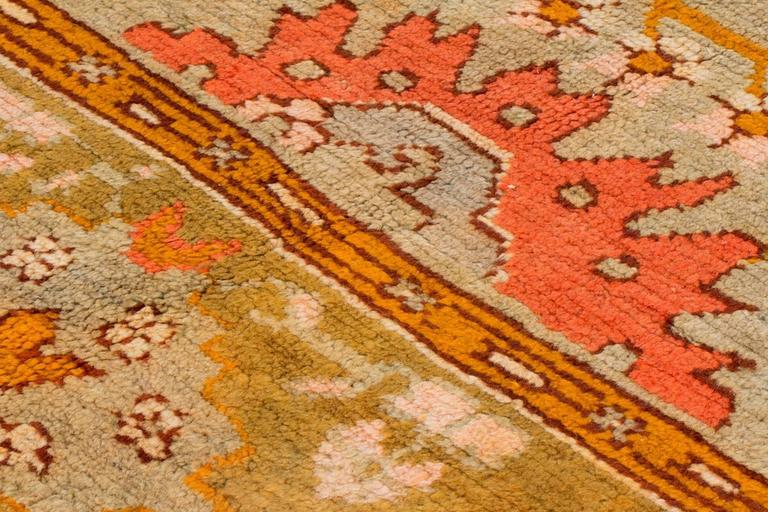 Early 19th Century Wool Oushak Carpet In Good Condition For Sale In New York, NY