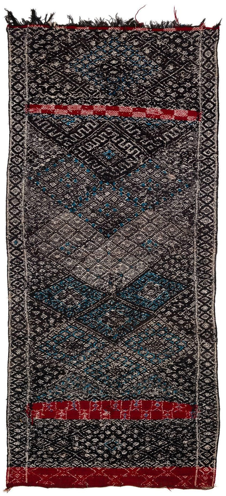 A neutral kilim with blue and red accents from the central middle atlas somewhere within the triangle Beni MGuild / Ait Youssi / Ait Seghrouchène. It is hard to precise the exact origin of this kilim. In the Moroccan trade one would probably the it