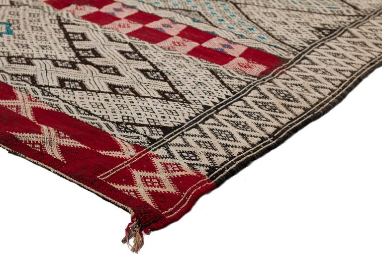 Exceptional Vintage Moroccan Kilim In Good Condition For Sale In New York, NY