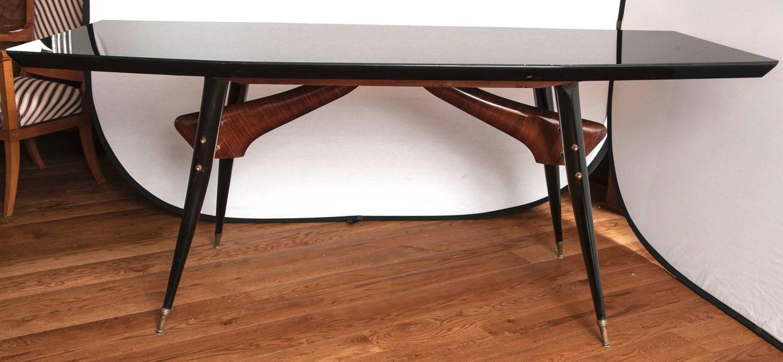 Sleek italian design table at 1stdibs for Sleek dining table designs