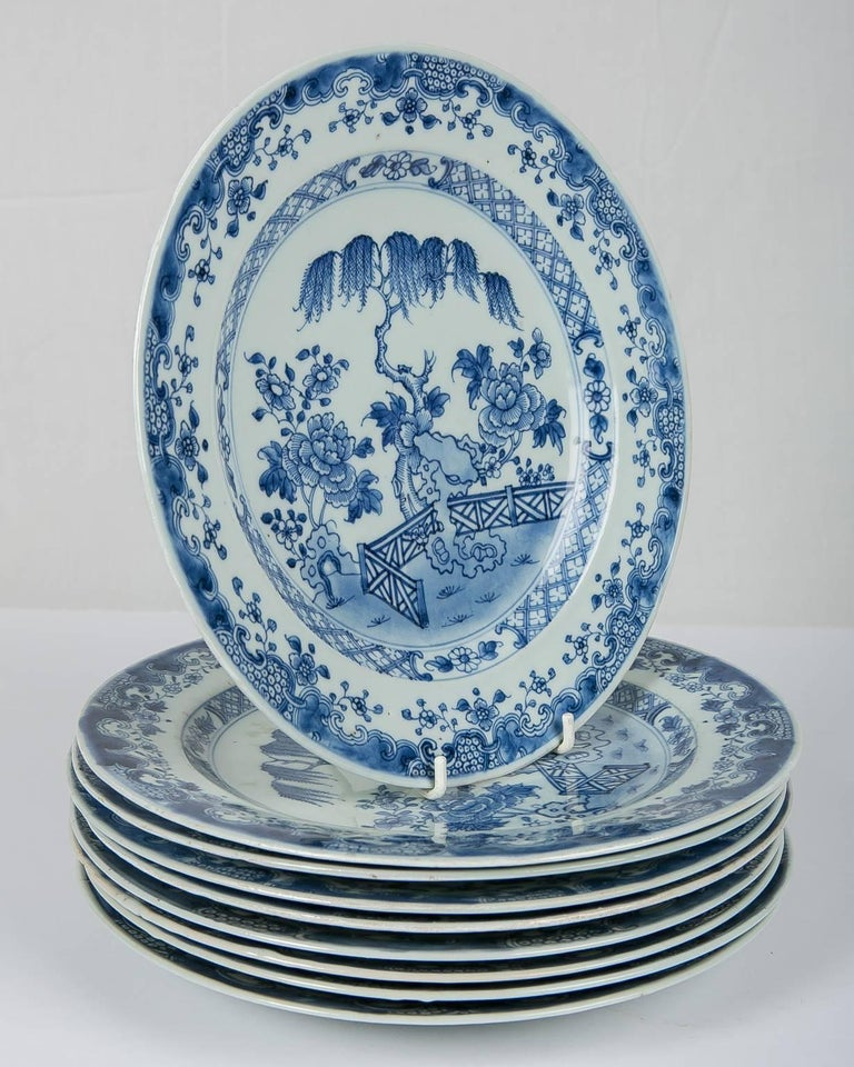 Blue and White Chinese Export Plates a Set of Ten In Excellent Condition For Sale In New York, NY