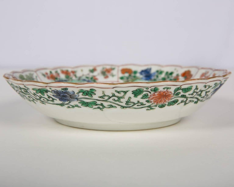 Hand-Painted 18th Century Chinese Qianlong Porcelain Dish For Sale
