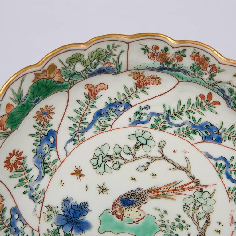 18th Century Chinese Qianlong Porcelain Dish In Excellent Condition For Sale In New York, NY