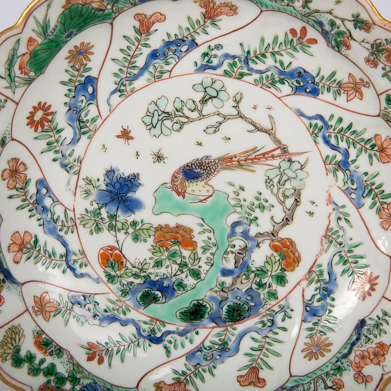 Mid-18th Century 18th Century Chinese Qianlong Porcelain Dish For Sale