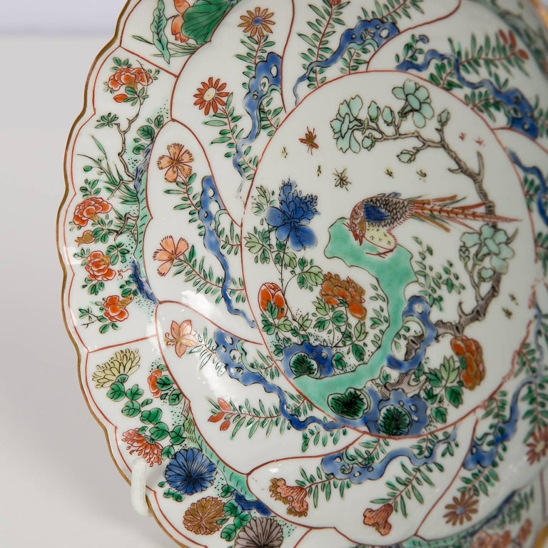18th Century Chinese Qianlong Porcelain Dish For Sale 3