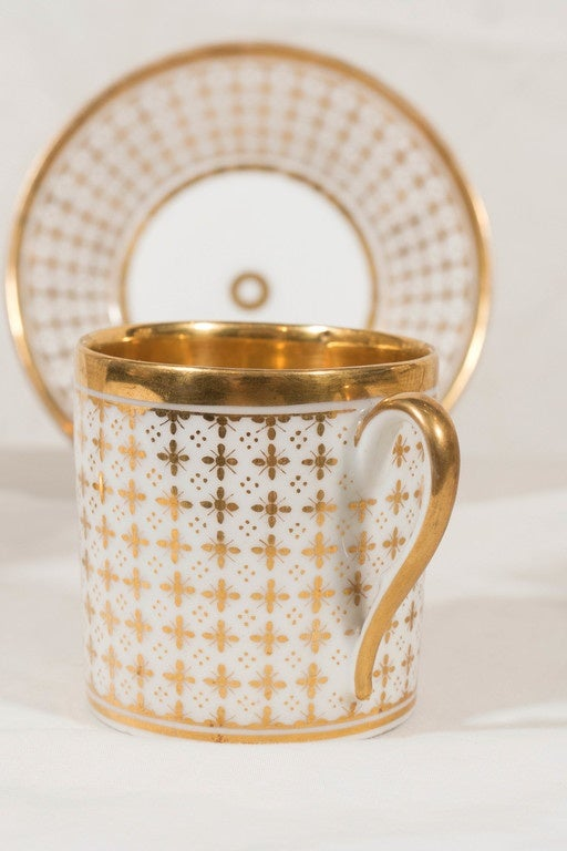 Demitasse Set Antique Paris Porcelain Made in France circa 1830 In Excellent Condition For Sale In New York, NY