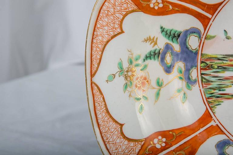 Pair 18th Century Porcelain Bowls With Chinoiserie Decoration England circa 1765 In Excellent Condition For Sale In Katonah, NY