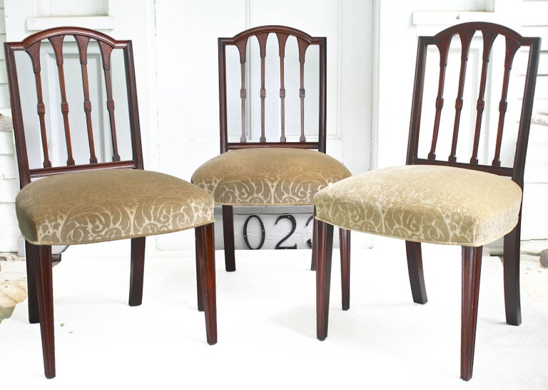 EIGHT American Hepplewhite Revival Dining Chairs In Good Condition For Sale In Woodbury, CT