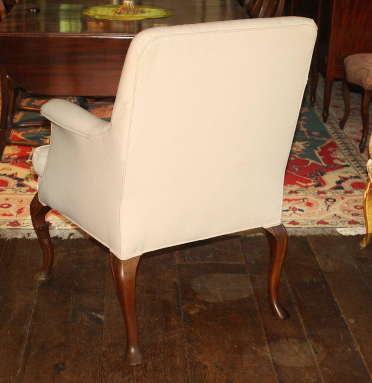 George II Walnut-Leg Armchair In Good Condition For Sale In Woodbury, CT