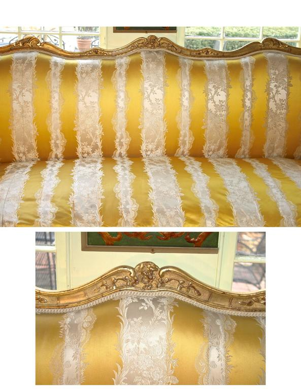Louis XV Giltwood Canape a Oreilles In Good Condition For Sale In Woodbury, CT