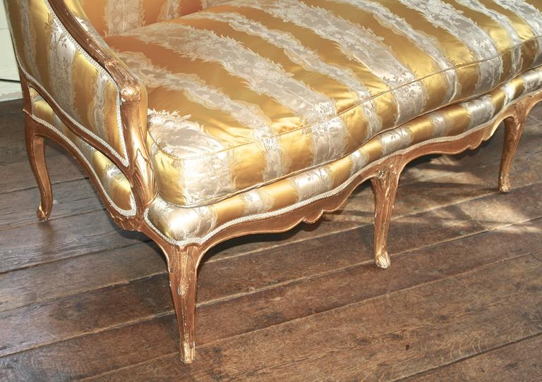 Mid-18th Century Louis XV Giltwood Canape a Oreilles For Sale