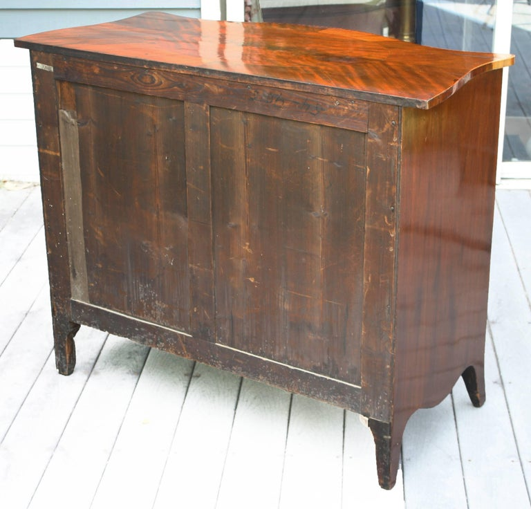 American Federal Serpentine Mahogany Commode For Sale 1