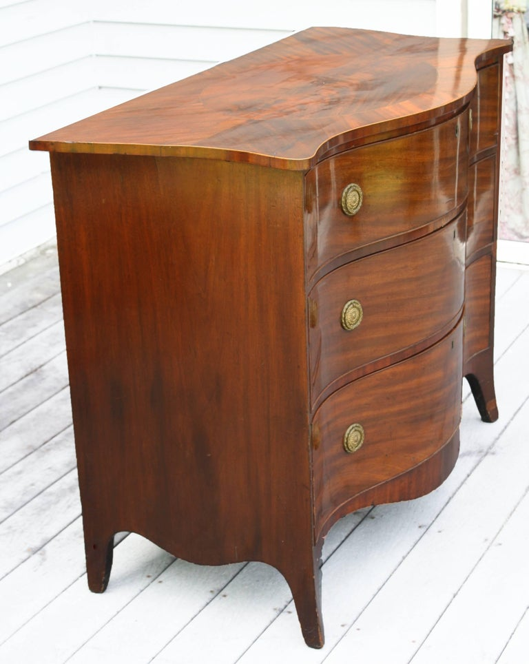 American Federal Serpentine Mahogany Commode For Sale 2