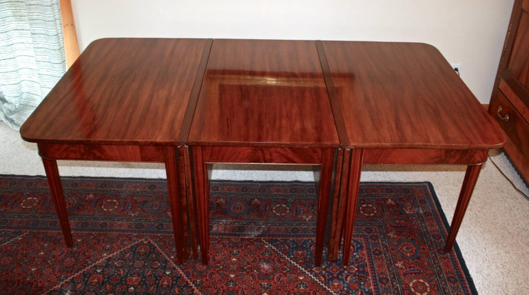 American Centennial Mahogany Banquet Table In Good Condition For Sale In Woodbury, CT