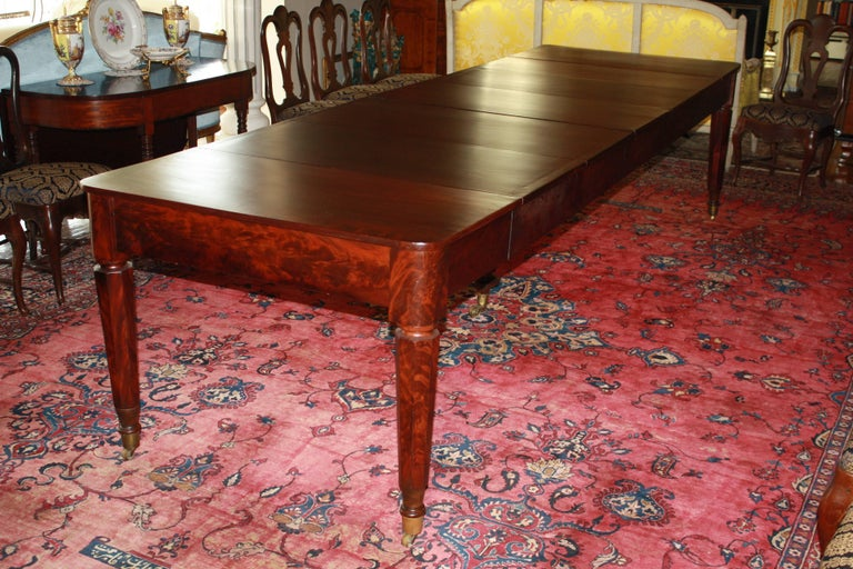 American Classical Period Banquet Table In Good Condition For Sale In Woodbury, CT