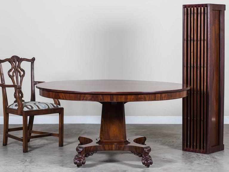 Antique American Empire Mahogany Pedestal Dining Table Circa 1825 In Excellent Condition For Sale
