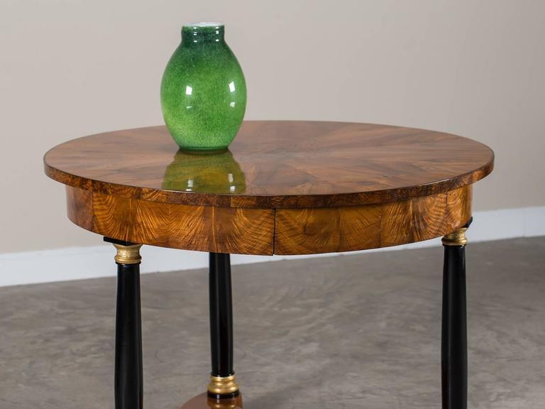 Biedermeier Period Antique German Walnut Table, Berlin, circa 1825 In Excellent Condition For Sale In Houston, TX