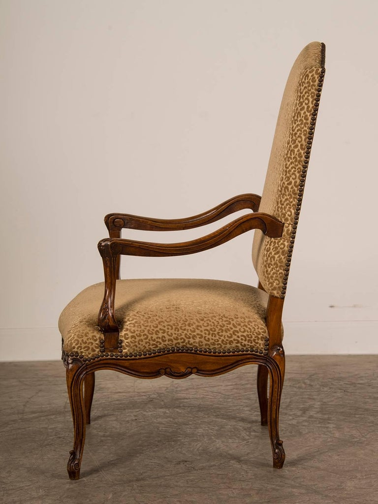 Late 19th Century Antique French Louis XV Style Walnut Armchair 'Fauteuil', circa 1880 For Sale