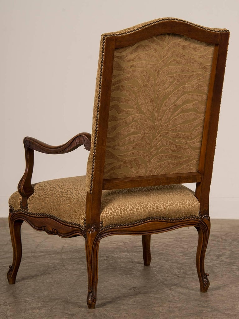 Antique French Louis XV Style Walnut Armchair 'Fauteuil', circa 1880 For Sale 1