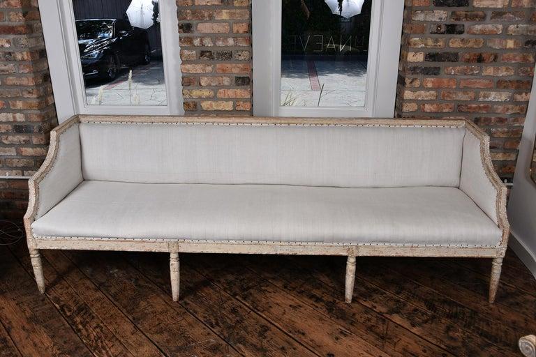 Beautiful Swedish sofa, circa 1800-1810.