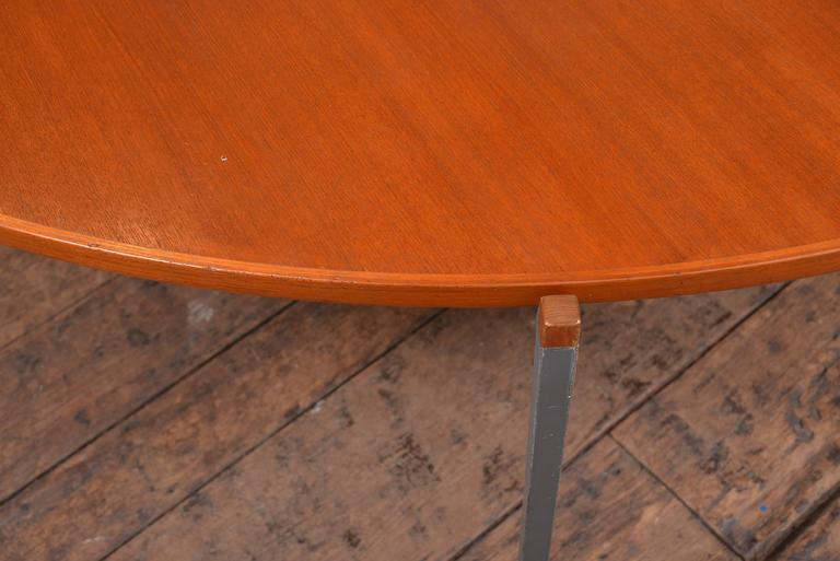 Vintage 1950s Dining Table In Excellent Condition For Sale In Houston, TX