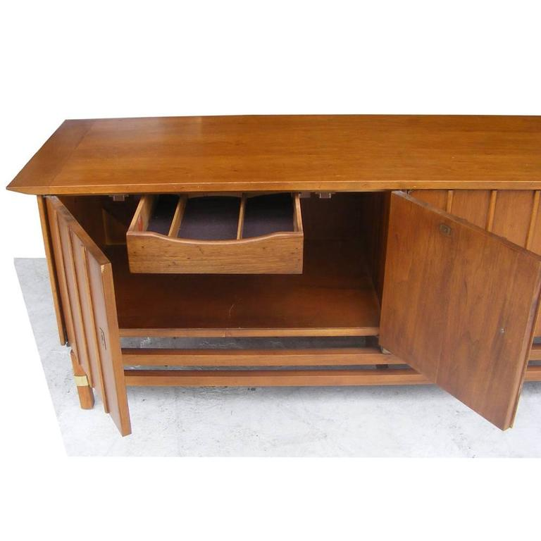 Vintage Mid-Century Credenza Buffet Hickory Furniture For