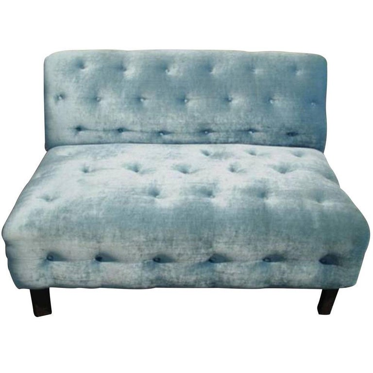 Vintage velvet tufted settee hollywood regency for sale at for Button tufted velvet chaise settee green